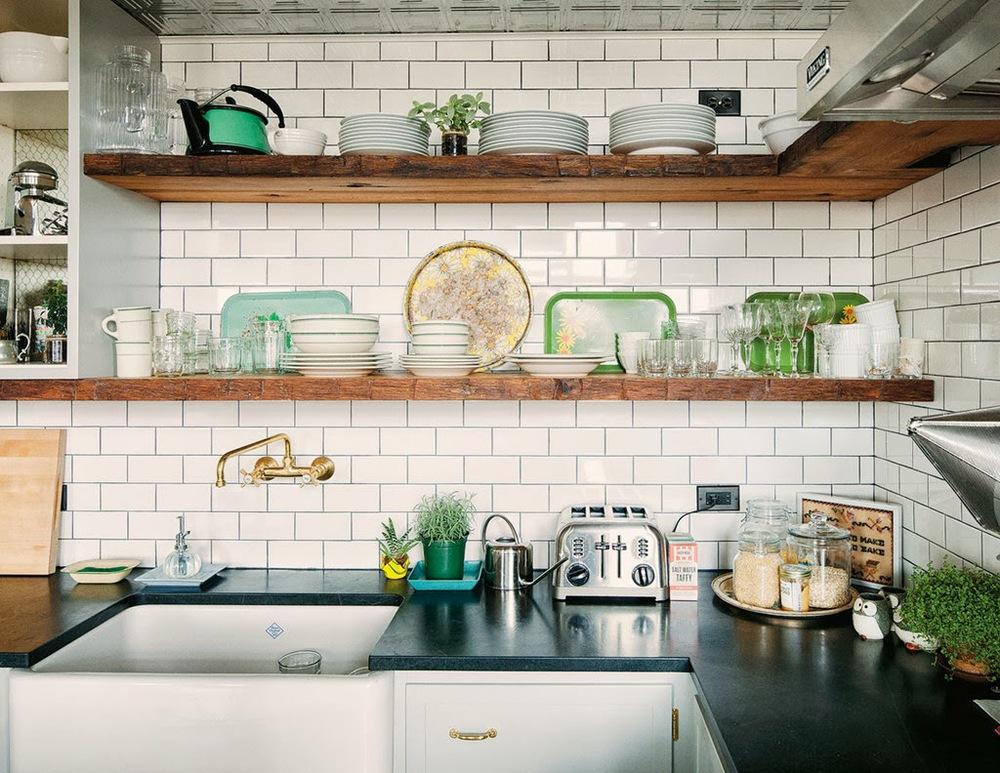 prateleira sob medida para cozinha pequena